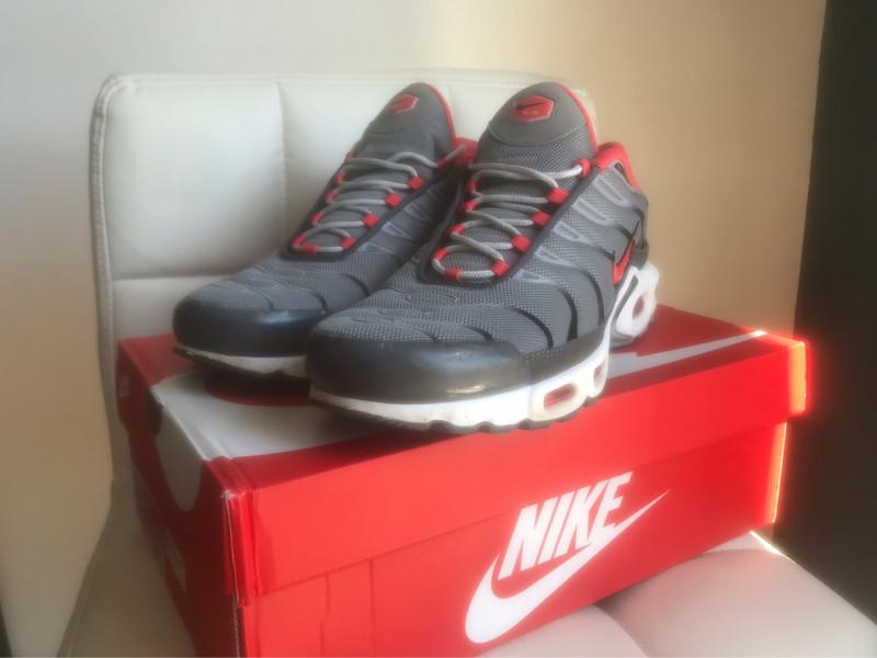 Nike TN Grises & Rouges