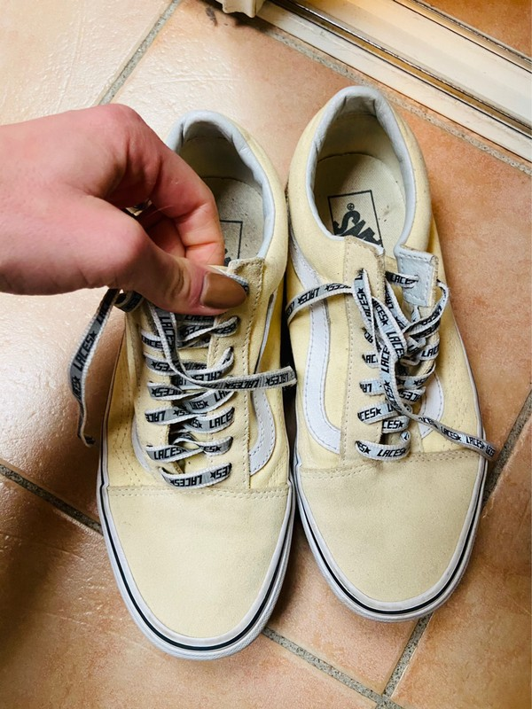 Vans jaune pâle