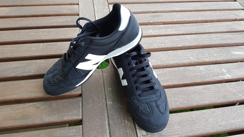 New Balance 370 homme noires et blanches - taille 41,5