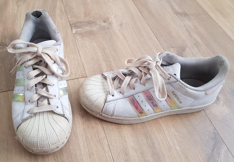 Paire de chaussures pour filles Adidas Superstar taille 36 2/3