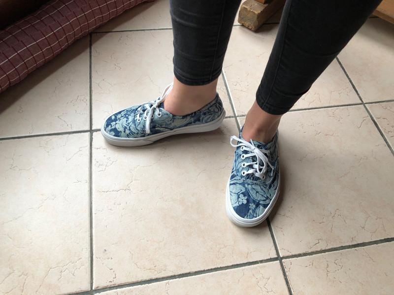 Vans basses jeans fleurs bleu et blanc