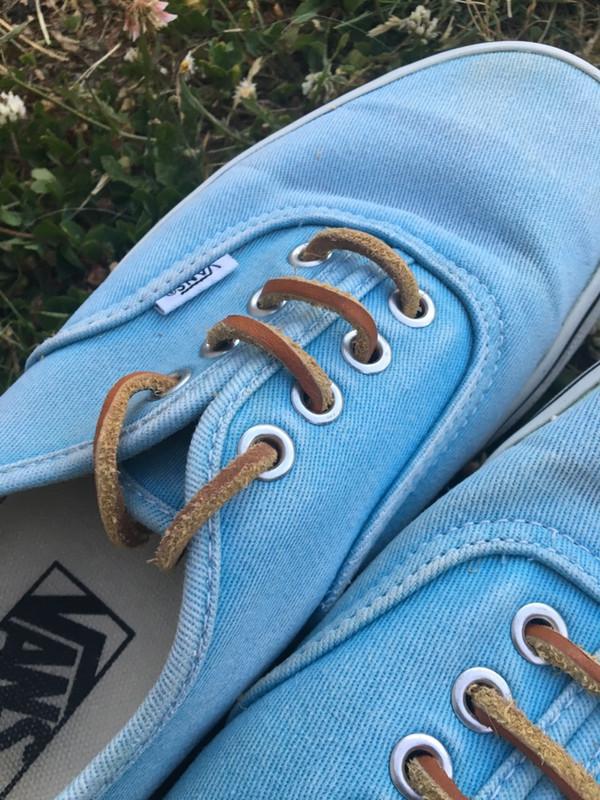 Baskets vans bleu clair avec lacets en cuir marron