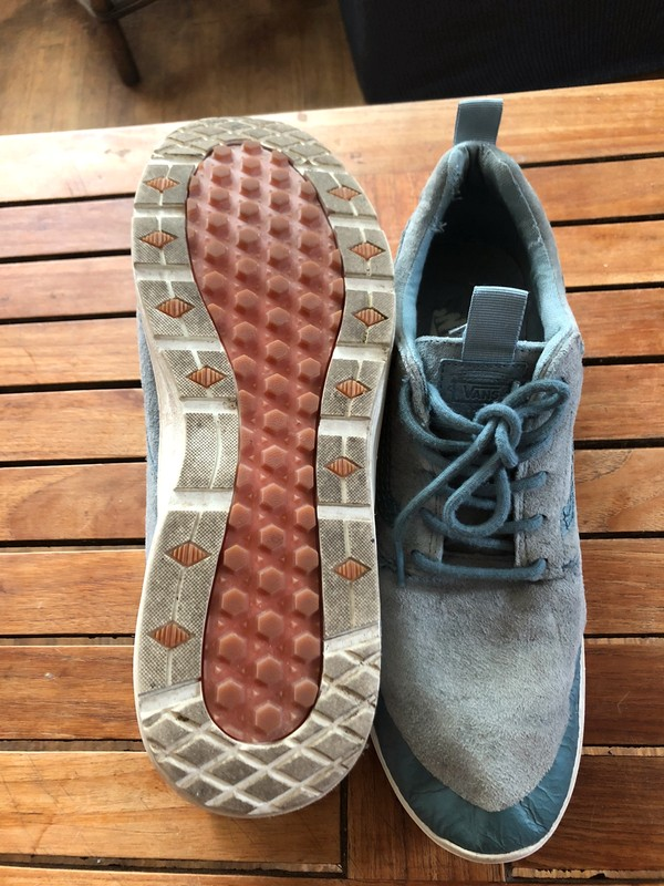 Sneakers Vans bleu clair semelle blanche en daim taille 47 - Vinted