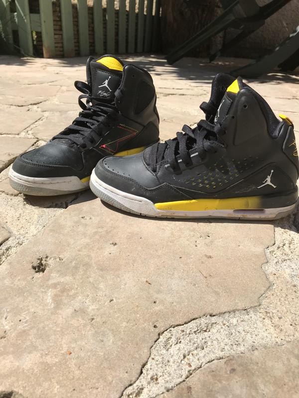 Jordan flight noir et jaune