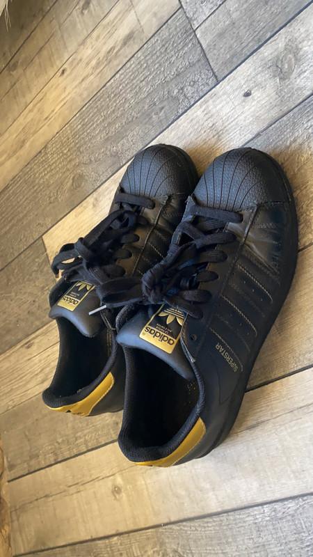 Chaussure adidas superstar noir et doré