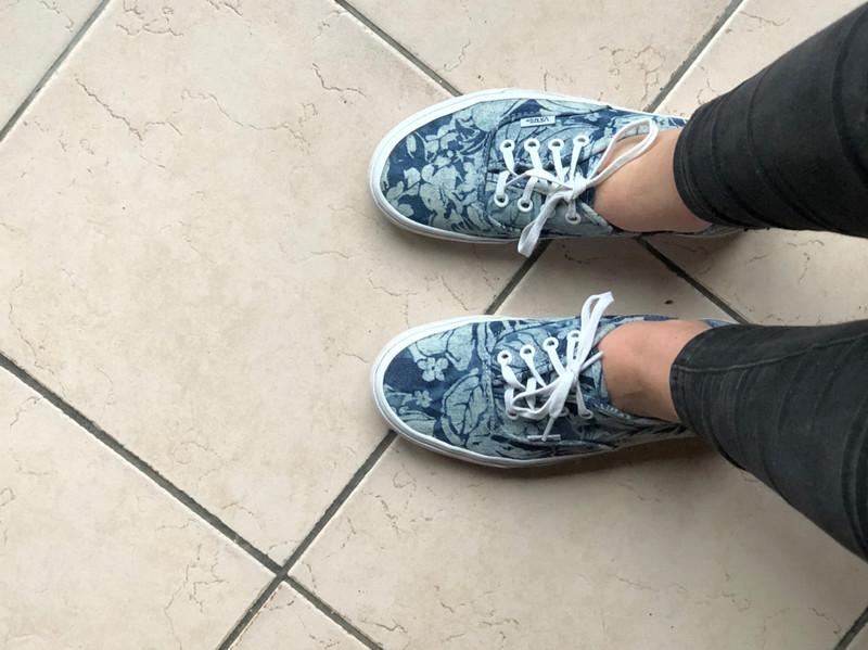 Vans basses jeans fleurs bleu et blanc - Vinted
